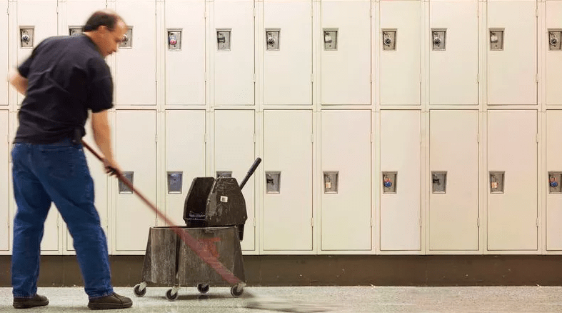 Janitor Hears Weird Noises Coming From Outside, Finds An Abandoned Puppy With A Sad Message