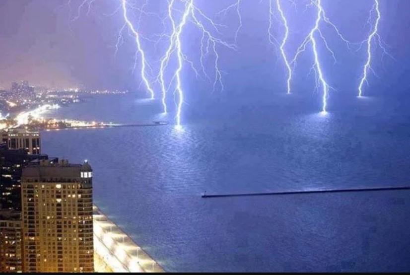 Unpredictable Nature Captured In Amazing Photographs